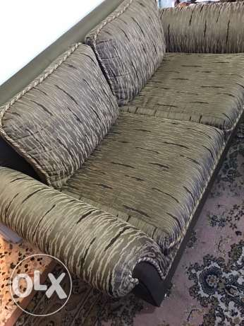 Sitting room - Set of three sofas and a table in VERY good condition