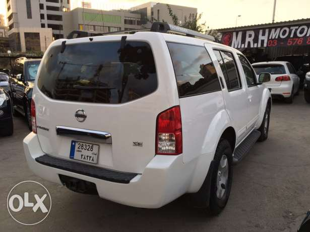 Nissan Pathfinder 2005 White in Excellent Condition! بوشرية -  6