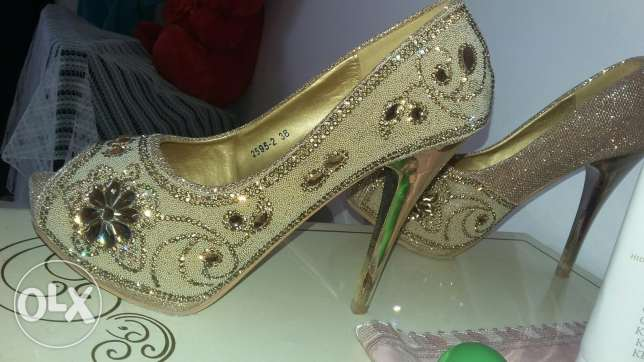 Nice shoes size 38 gold