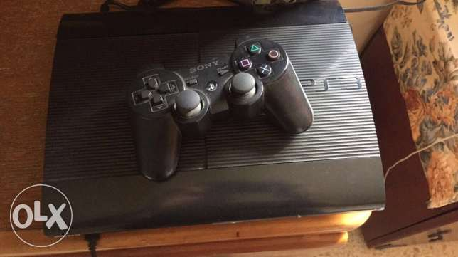 ps3 in excellent condition with 3 games and 1 controller