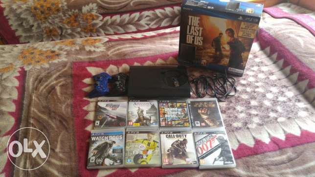 Ps3(500Gb) used for 3 month only with fifa 17and 8 cd's w 2 controller