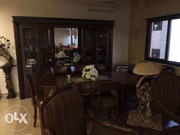 Salon and sitting room for sale