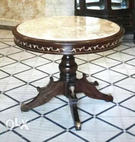 Wood round table