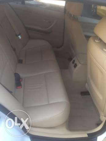BMW 328i mod 2010-Premium Package-White on Beige still Ajnabieh وسط المدينة -  8