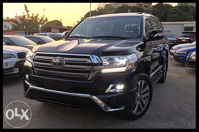 Toyota Land Cruiser V8 2011 Upgraded 2017 Look Black/Black