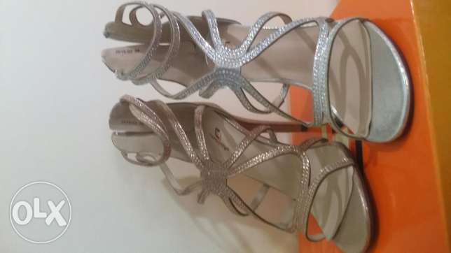 Sandal with strace for sale