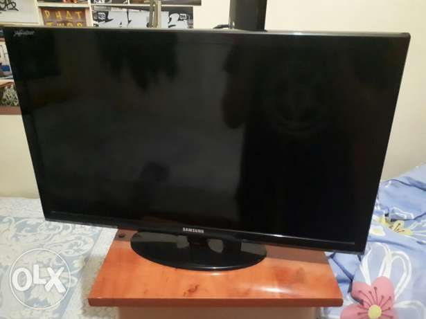 SUPER CLEAN Samsung Full HD TV/ Monitor 25' inch