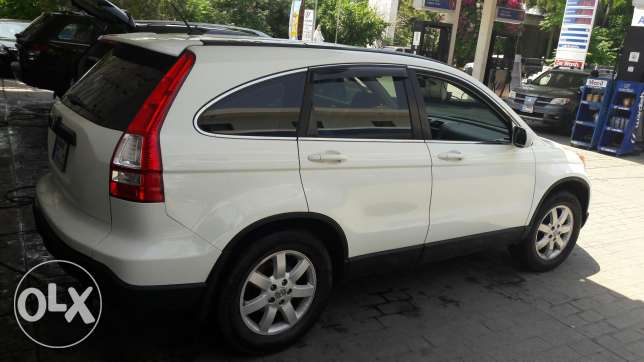 Honda White crv for sale price negotiable