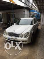 Mercedes E200 white 4doors leather 2005 full very clean in and out