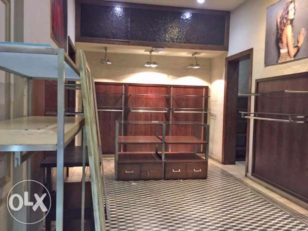 Shop for Rent in Hamra facing AUB راس  بيروت -  2