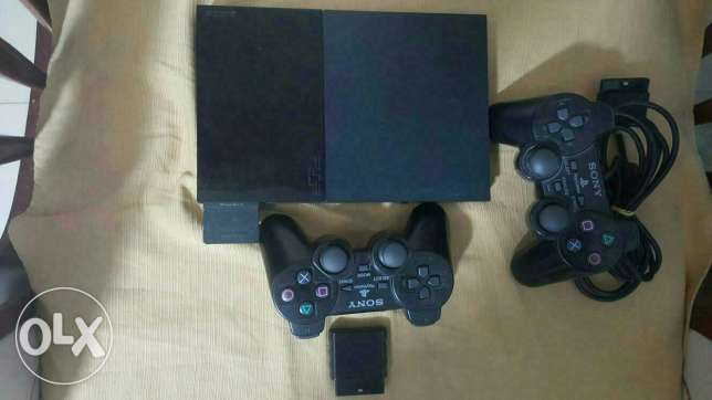 PlayStation 2 +100 CDs + 3 joy sticks + 1 wireless joy stick + memory card 8 GB البحصاص -  3