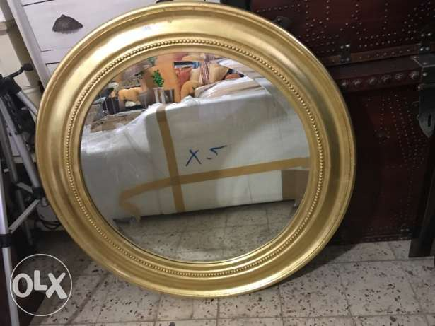 mirror with gold wood cader