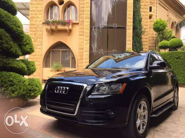 Audi Q5 Model 2010 Black on black new arrival in excellent condition