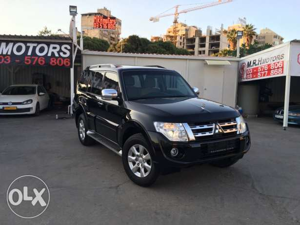 Mitsubishi Pajero 2010 Black Top of the Line in Excellent Condition! بوشرية -  2