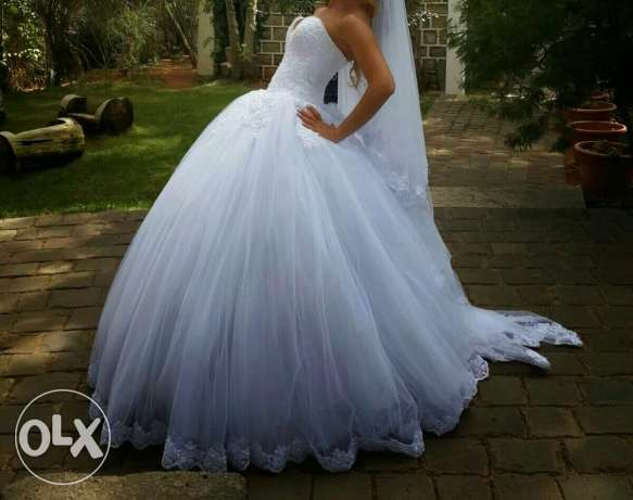 wedding dress and scarve and bride's maids 3 sizes for rent أشرفية -  4