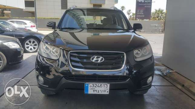 Hyundai Santa-Fe model 2010 / 7 seats 4 cylinder 4WD full option with
