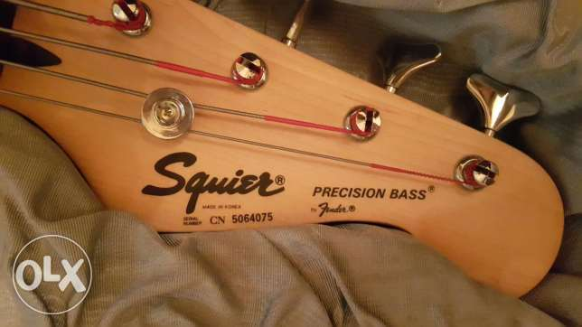 Squier by Fender Bass Guitar with hard case...like new (no scratch) بعبدا -  3