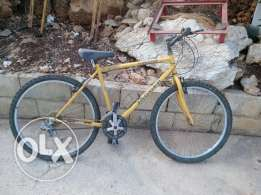 Bicycle in very good conditiin trade 3ala phone