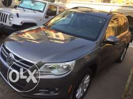 Tiguan 2010 full option very clean title panoramic leather black 4cilender 113000mil