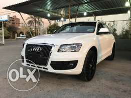 Q5 White-Black 2010 For Sale in very good condtion