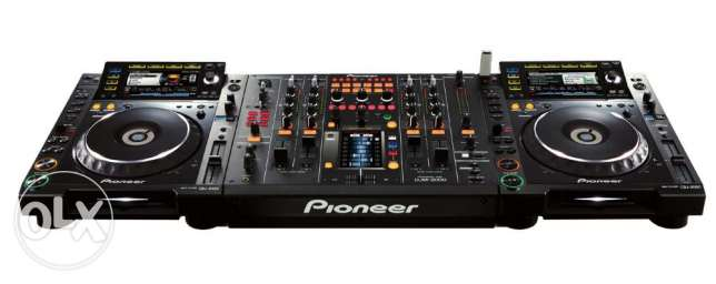 2 x Pioneer CDJs 2000 & Pioneer DJM 2000 in a very good condition