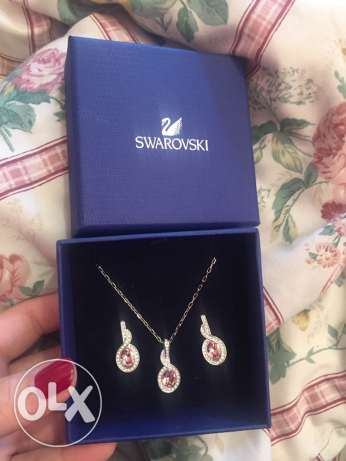 Swarovski crystal tyra rose earrings and pendant with necklace