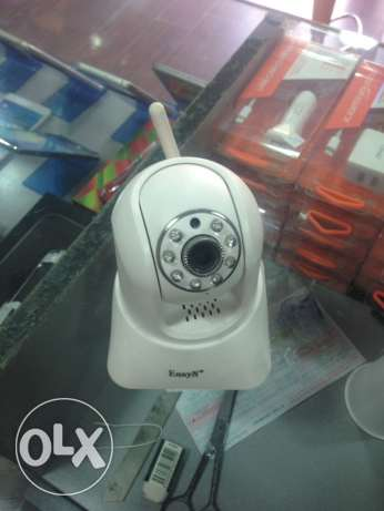 wireless security camera works on wifi and can control it from phone