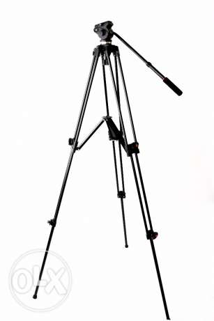 Jey Yang Tripod for video camera pro.