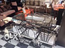 Fer forje table and its chairs for sale