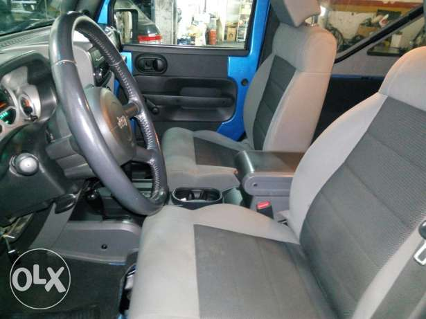 Wrangler sport automatic soft top blue color very clean المرفأ -  1