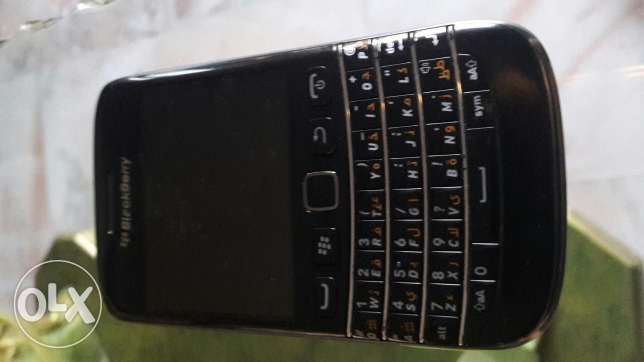 Iphone 4 16gb + blackberry bold 5 for sale or trade غبيري -  1