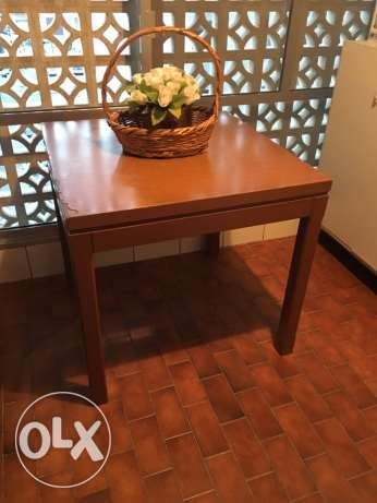 Wooden Kitchen table: 80 x 80 x 76 . Good condition. 50 $ only table