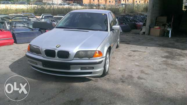 BMW 323 model 2000 oropiye