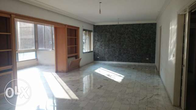 ( MAR ELIAS , BEIRUT ) - Rent - 3 Bedrooms - 200 m2