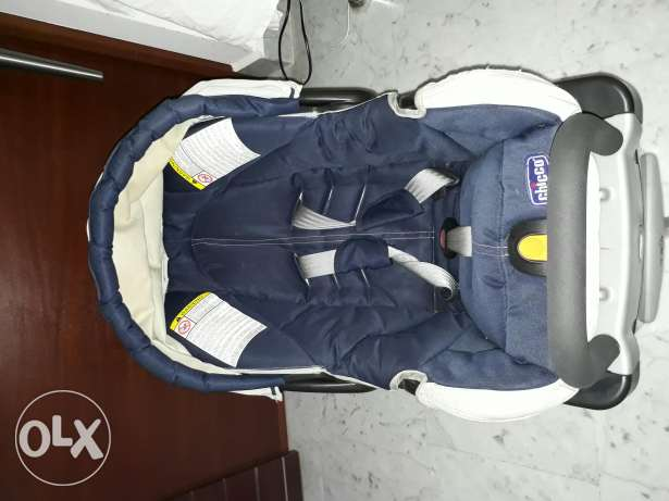 Chicco car seat with base from 0 to 12 months . Like new