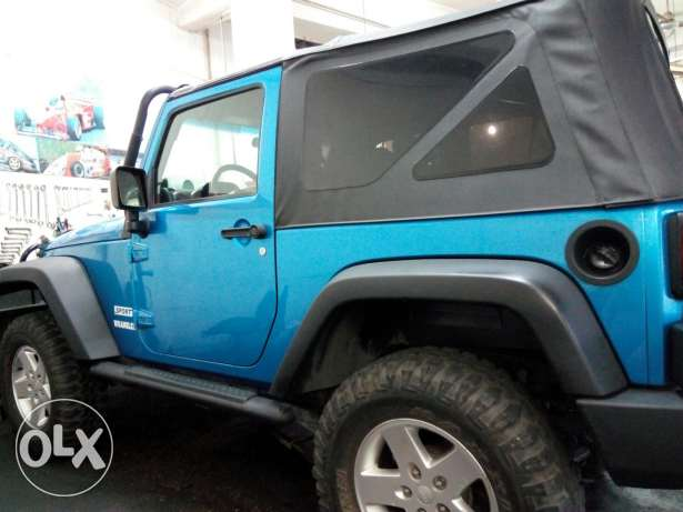 Wrangler sport automatic soft top blue color very clean المرفأ -  2