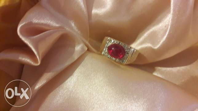 Bague chevaliere en or . Diamant er rubi