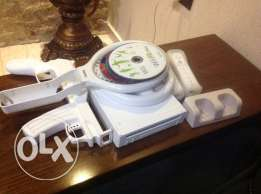 Wii with 2 controllers+15cd+wheel+wii gun and tennis+charger