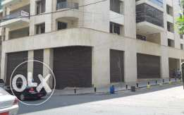 Showroom for Sale (400 m²) in Sanayeh - Spears St., Beirut near Barbar