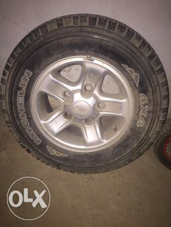 jant spare land rover discovery 1 ابو سمراء -  1