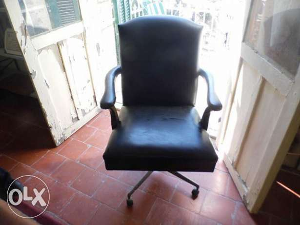 Antique Executive old chair green in good condition