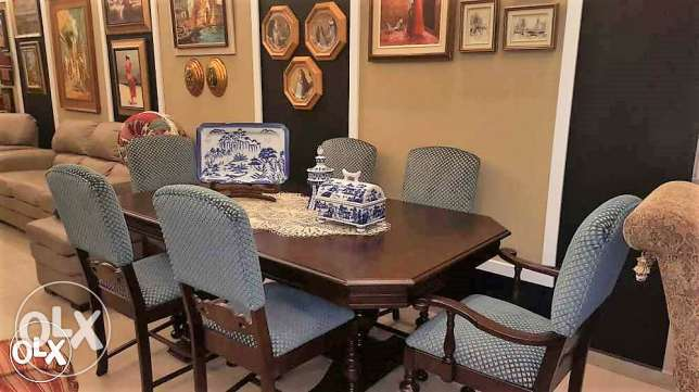 Solid wood dinning table and 6 chairs.