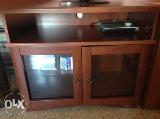 TV Stand very good condition $ 90.- as new