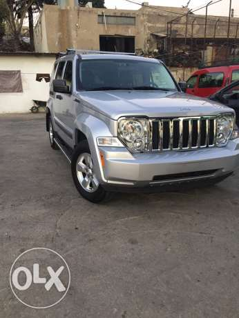 2010 Jeep Liberty 3.7L v6 4*4 trail rated silver color