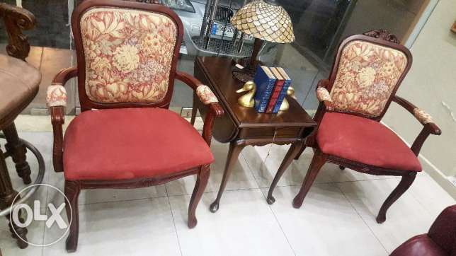 CANADIAN FURNITURE - 2 antique chairs w table