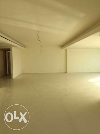 Ein Teeneh: 370m apartment for sale ميناء الحصن -  2