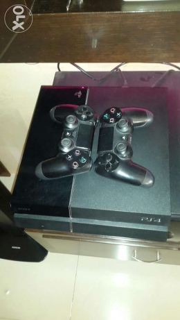 PS4 ( 2 controllers , fifa15 Arabic , hdmi , earphones ) كسروان -  2