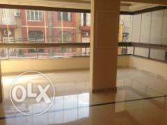 NH196Flat for rent located in Furn Chebak, 250m2, 1st floor.