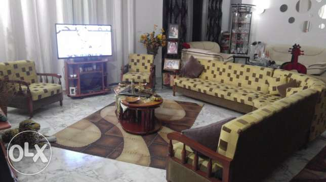 for sale seating room 5 pcs +table+2 carpets