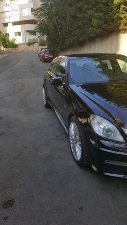 Mercedes E200 CGI blue efficiency AMG package